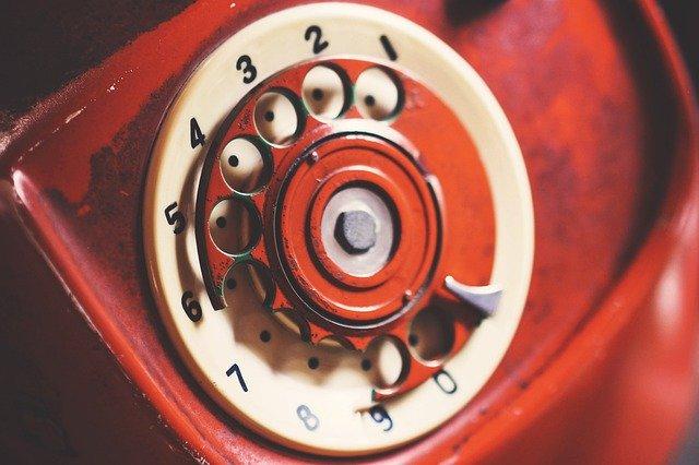 cerveny telefon