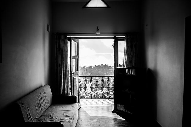 byt s malým balkonem