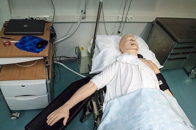 figurína v nemocnici