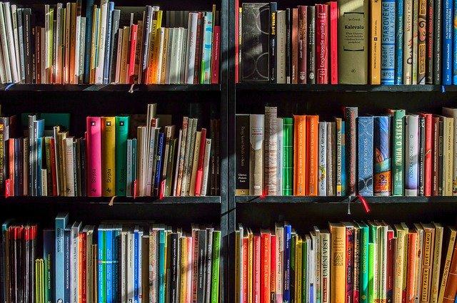 knihy a učebnice.jpg