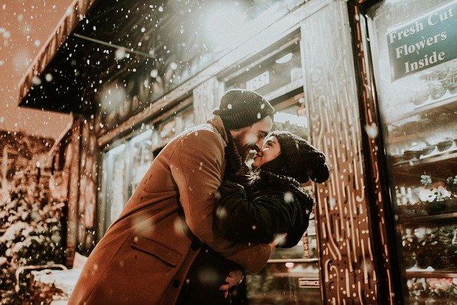 Líbající se pár v zimě.jpg