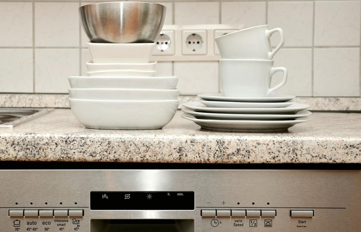 myčka a nádobí